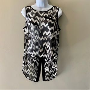 By & By Black & White high/low sleeveless top